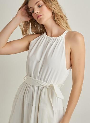 NGSTYLE Bağlama Detaylı Kat Kat Elbise Ekru